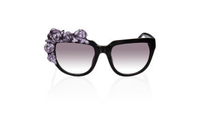 embedded_Anna-Karin-Karlsson-rose-noir-sunglasses